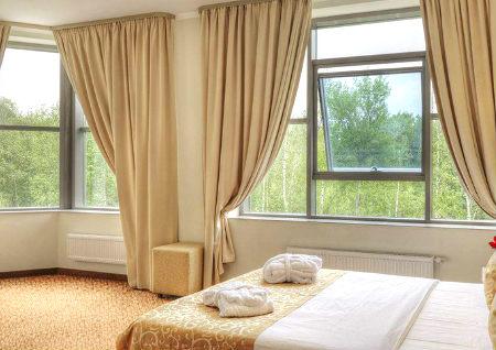 卧室有两个窗户的风水