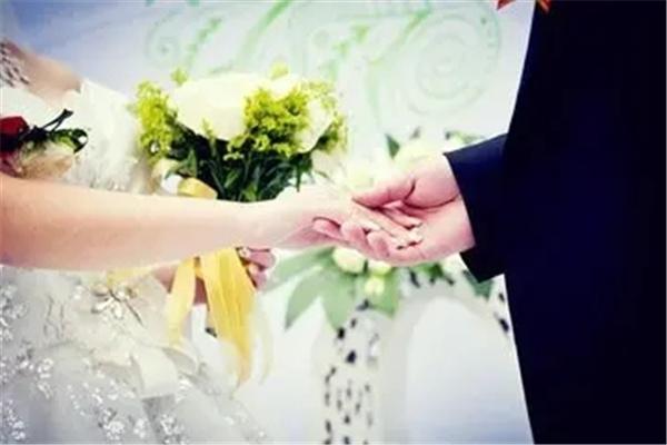 婚姻不顺的女命八字.jpg